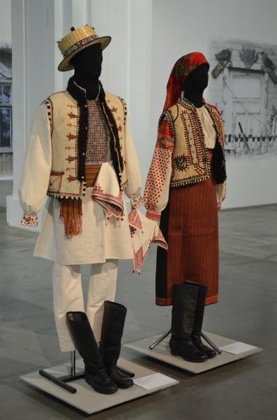 Закарпатские вышитые костюмы