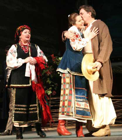 Традиційний український одяг часто використовується в театрі. Вистава