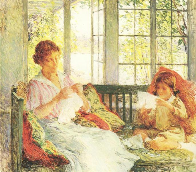 Мама с дочкой вышивают