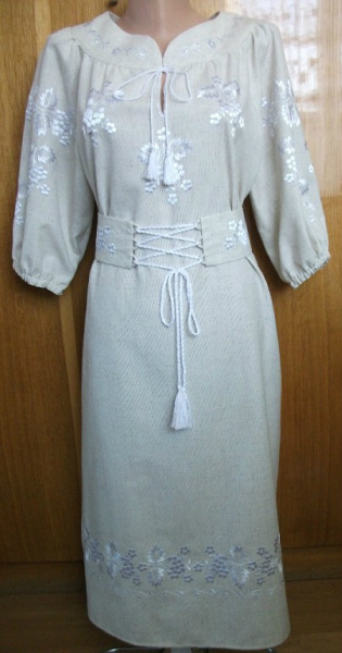 белое платье с белой вышивкой